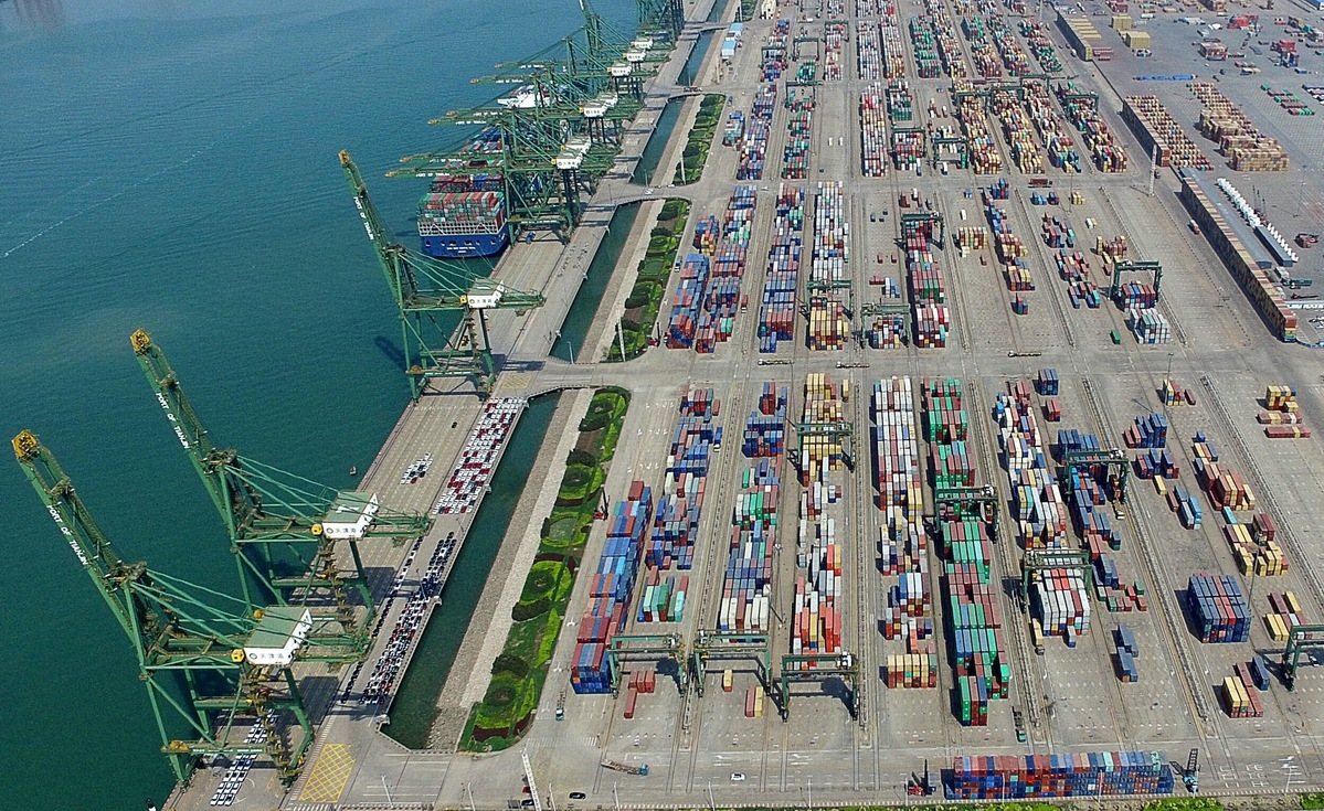 Free trade zones buoy work restarts of firms