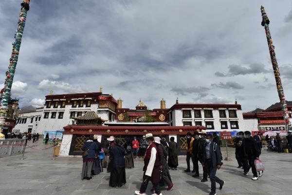 Lhasa reopens street around Jokhang Temple