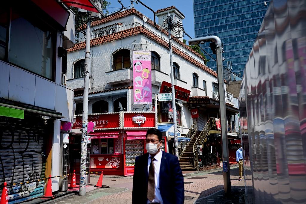 Japan unlikely to lift virus state of emergency next week: Abe