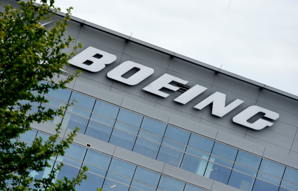 Boeing reports first-quarter revenue decline, plans to cut workforce, production