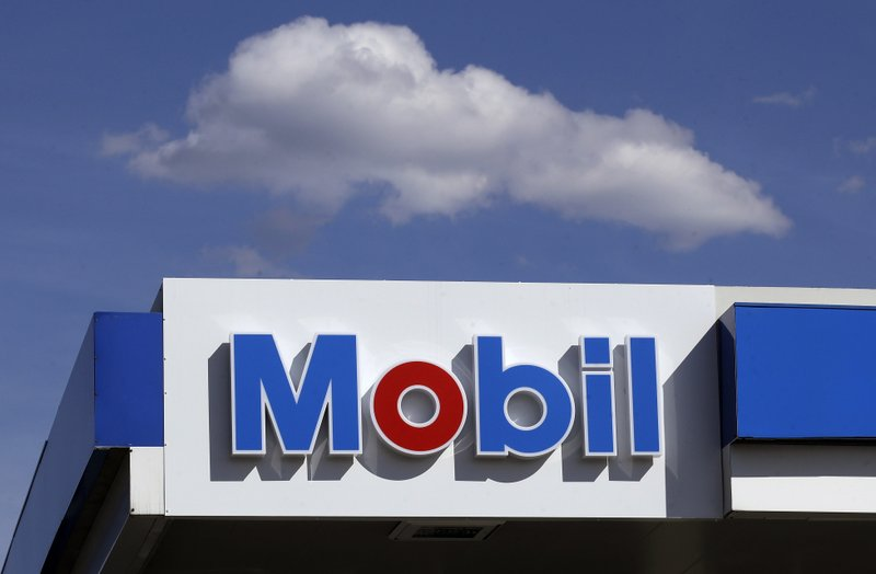 Exxon Mobil reports $610 mn loss on hit from low oil prices