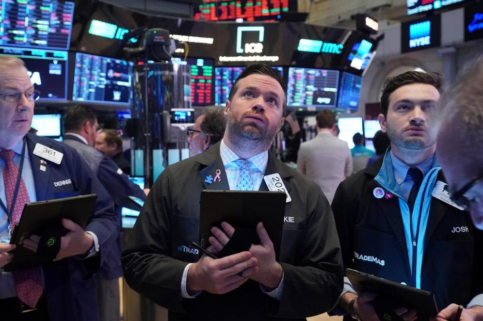 US stocks post modest weekly losses amid gloomy data, Fed decision