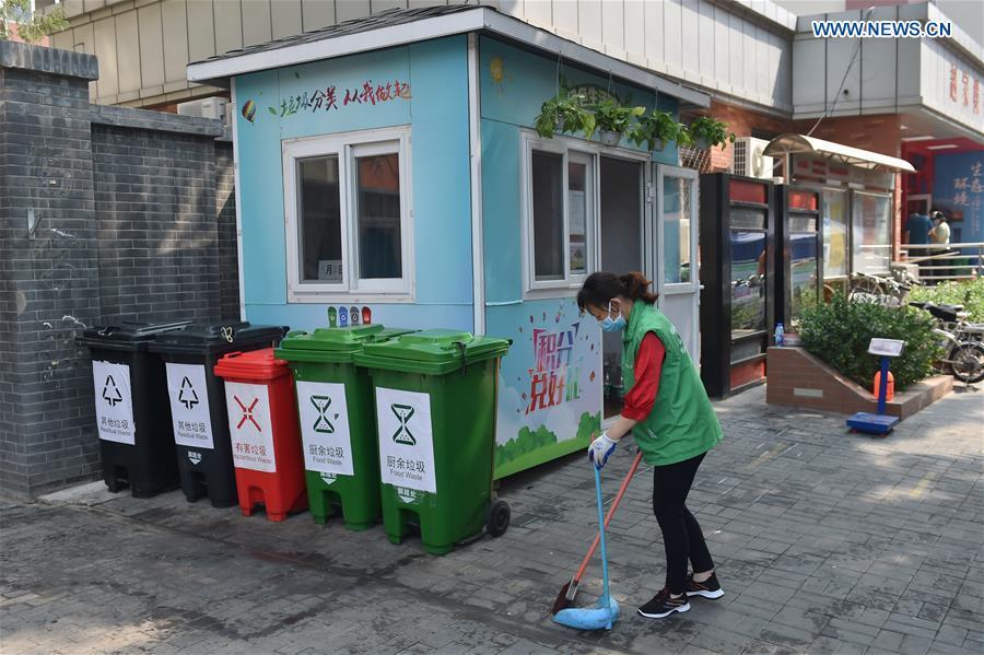 Mandatory garbage sorting carried out in communities in Beijing