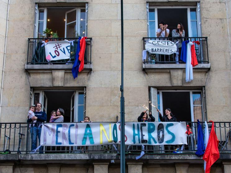 People show respect to medical workers in France