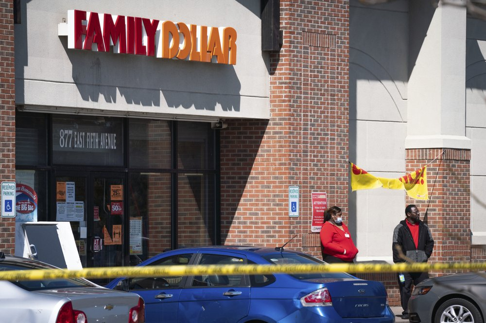 3 charged in killing of US store security guard over virus mask