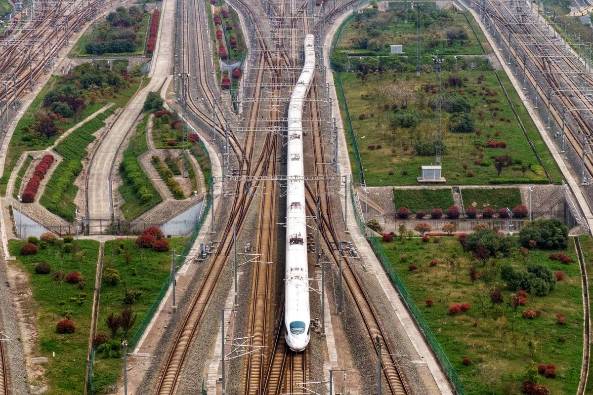 China expects high railway passenger flow as May Day holiday ends