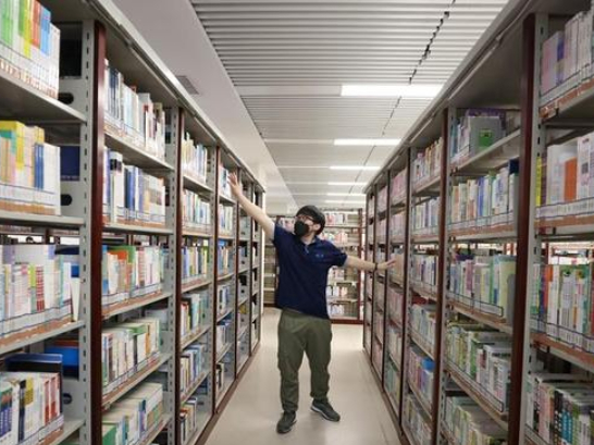 Beijing public library reopens as epidemic wanes