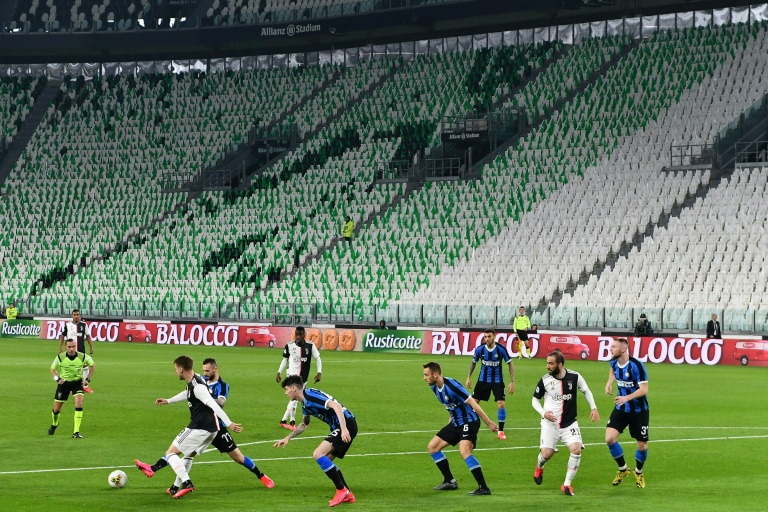 Italy decides fate of suspended football season
