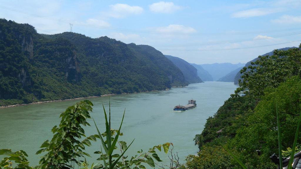 Electric cargo ship tests water along Yangtze River