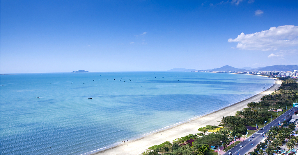 Over 1.3 mln tourists at Hainan island during May Day holiday