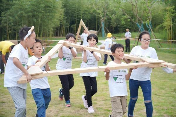 Boost outdoor activities to prevent myopia, official tells schools