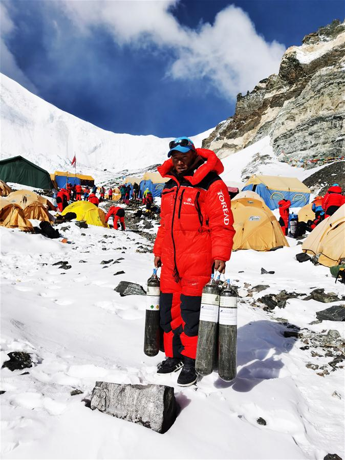 Chinese surveyors prepare for remeasurement of Mount Qomolangma at advance camp