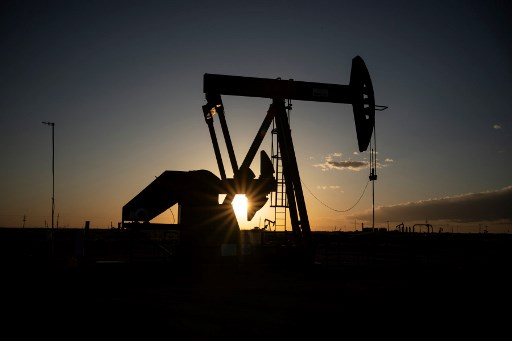 With prices down and jobs leaving, US oil workers learn patience