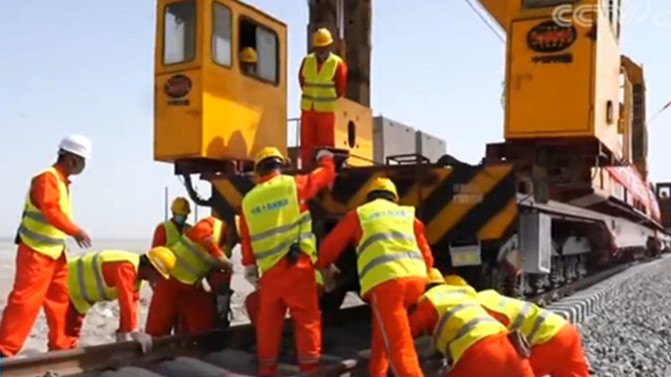 Track-laying work begins for major railway in China's Xinjiang