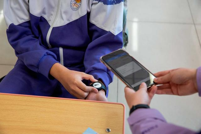 Beijing issues smart thermometers for returning students