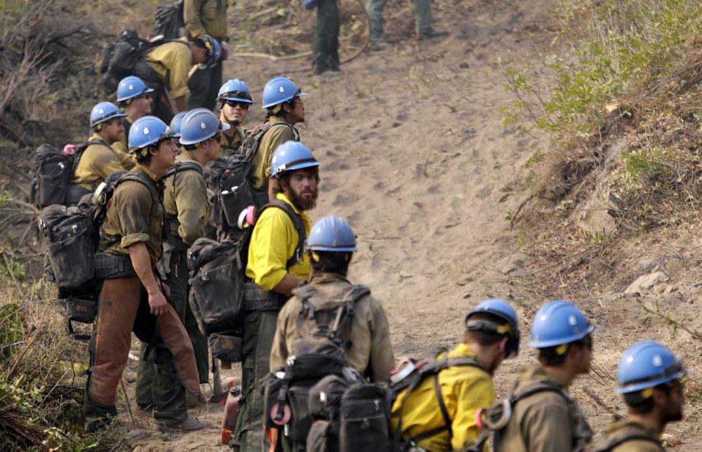 US plans reimagine fighting wildfires amid crews' virus risk