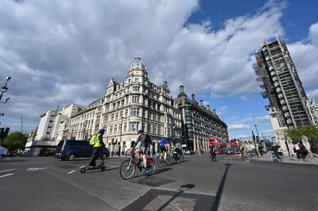 UK economy shrinks 2% in first quarter on coronavirus