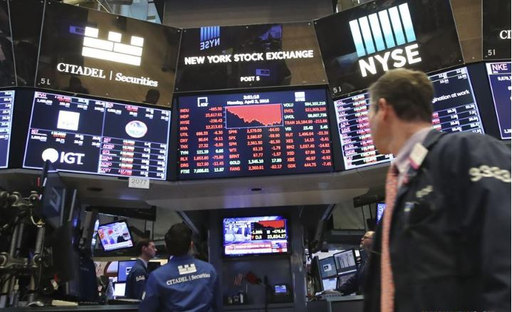 US stocks fall sharply after Powell warns of 'significant downside risks'