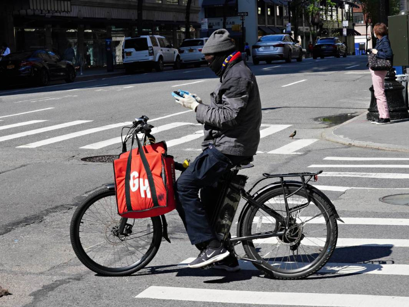 Uber may buy Grubhub in food-delivery fight