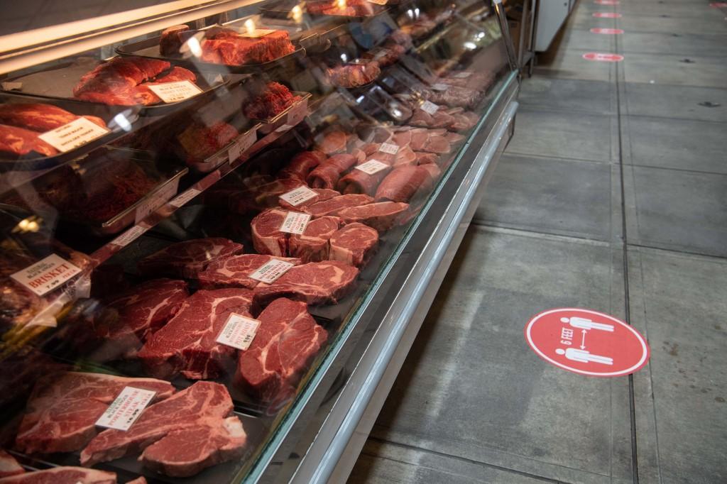 US retail sales plunge 16.4% in April amid virus closures