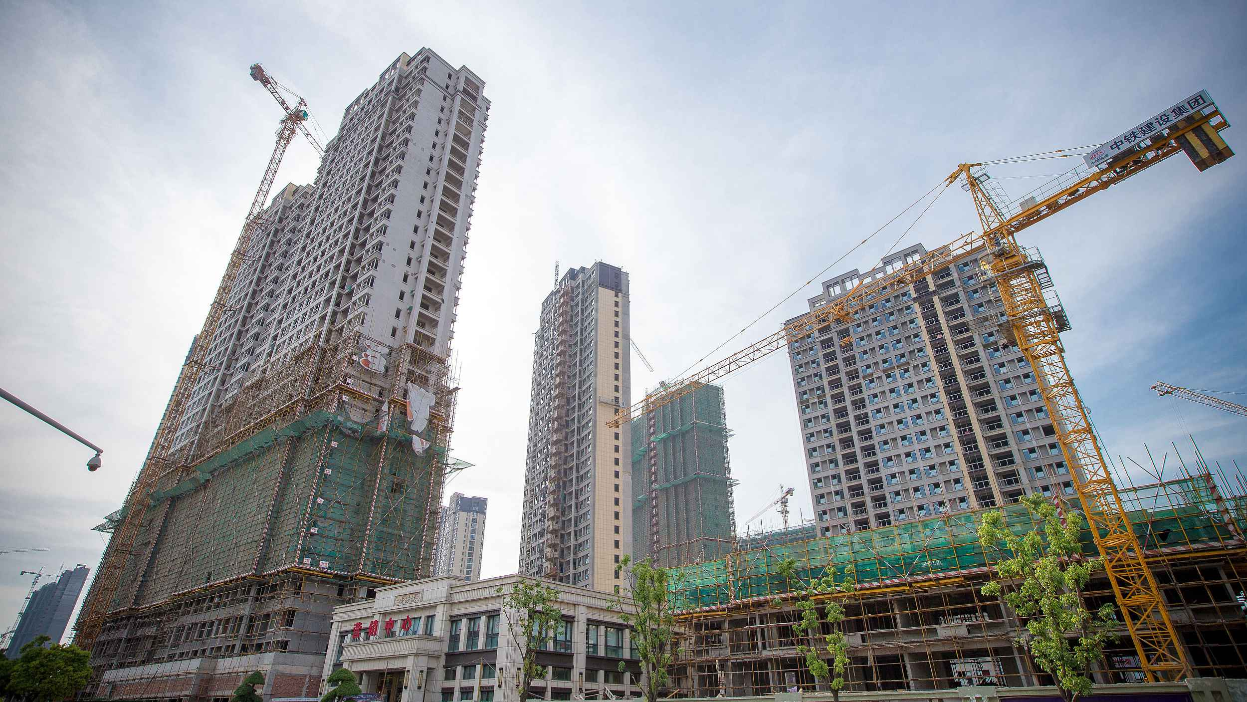 China's fixed-asset investment down 10.3 pct in first four months