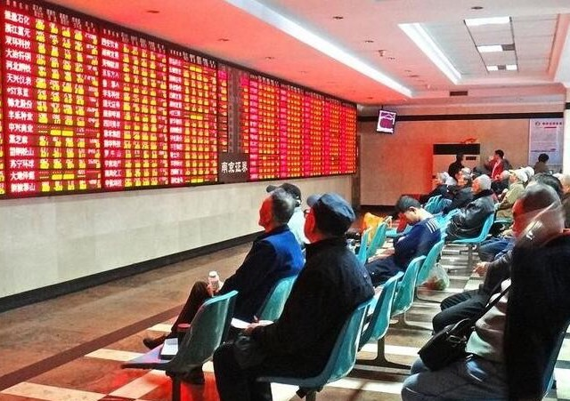 Chinese shares higher at midday Friday