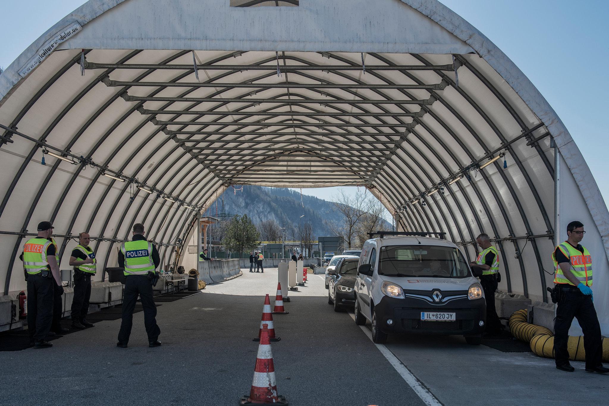 Spain extends closure of borders until June 15