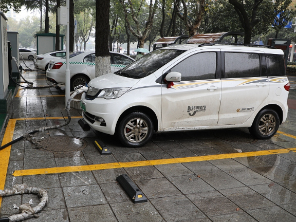 China's electric vehicle charging posts continue to boom
