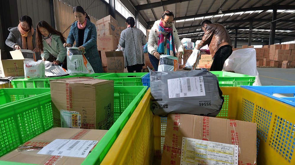 China's postal industry registers robust growth in first four months