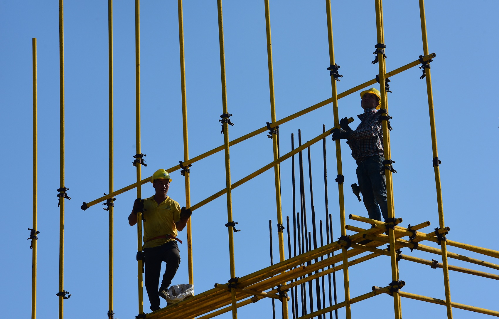 China highlights occupational health protection for construction workers amid epidemic