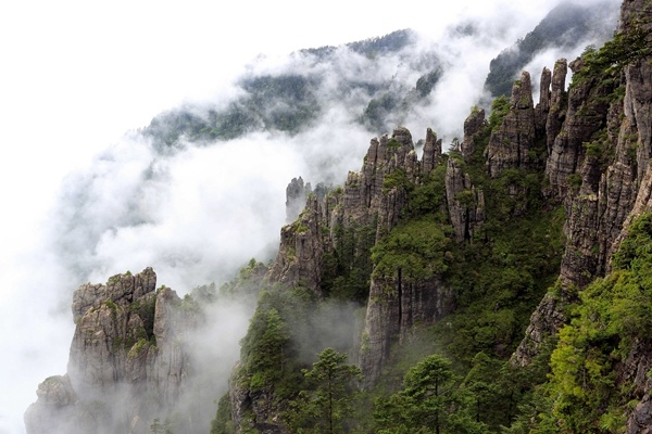 Hubei's tourism resumes, cautiously