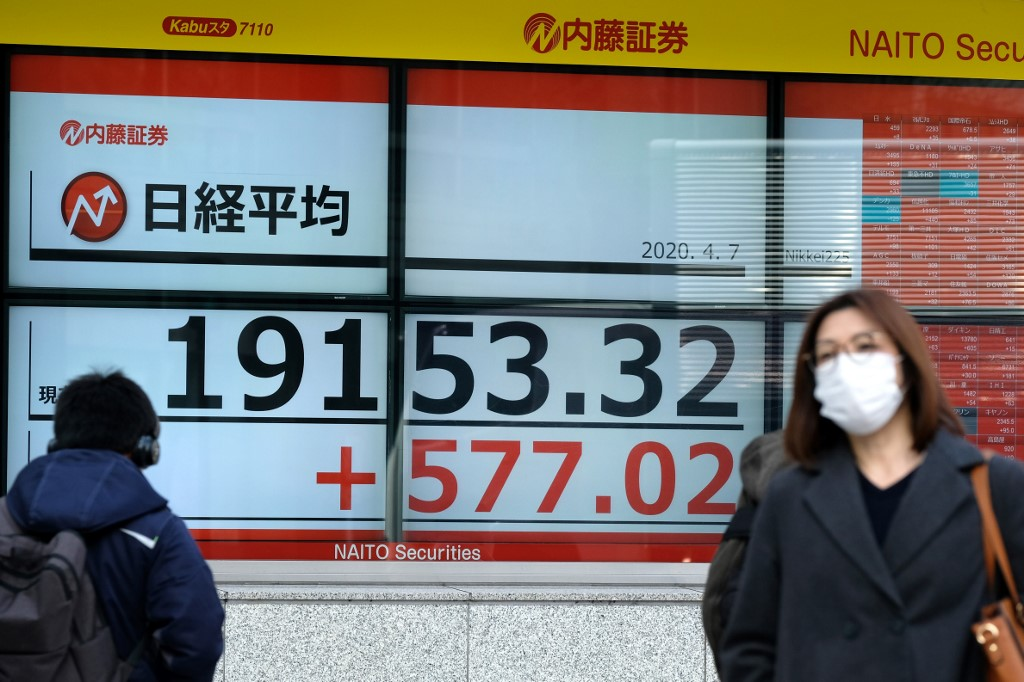 Tokyo stocks close higher on hopes for BOJ measures, full economic restart
