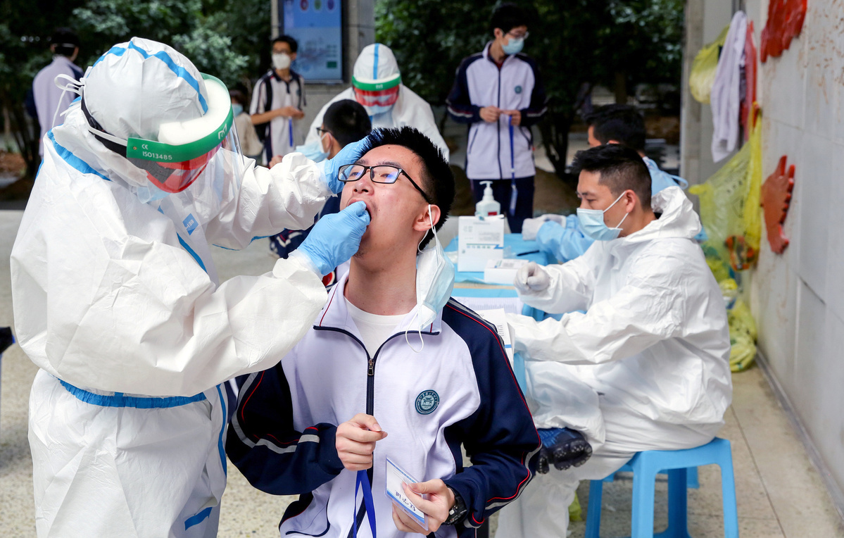 Mass tests of Wuhan residents gather pace
