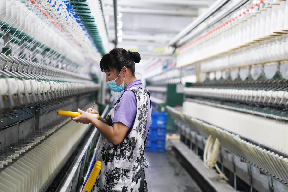 Humane, flexible urban policies saving hawkers in Chengdu