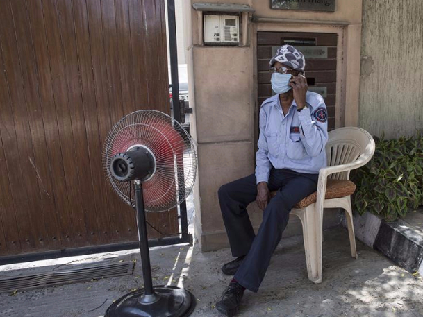 New Delhi experiences hot and dry weather