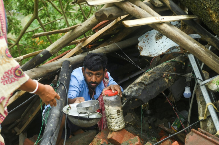 Cyclone toll hits 88 as Bangladesh and India start mopping up