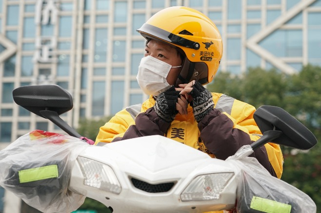 SW China's Guizhou provides free helmets for motorcyclists
