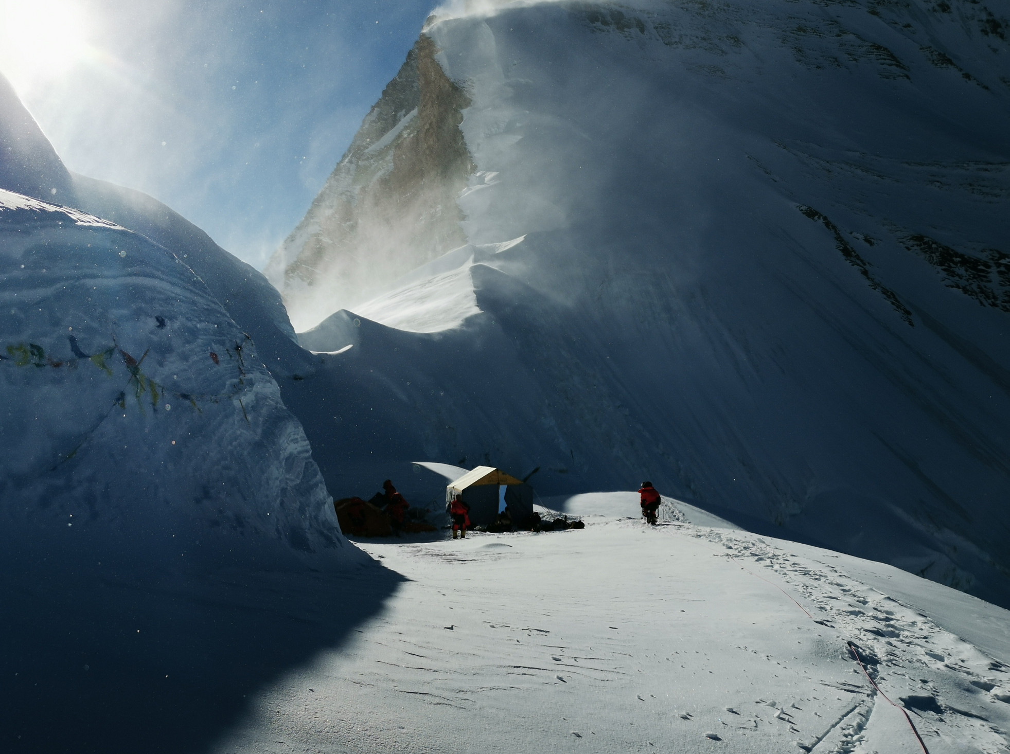 Mt Qomolangma surveyors arrived at base camp at a height of 7,028 meters