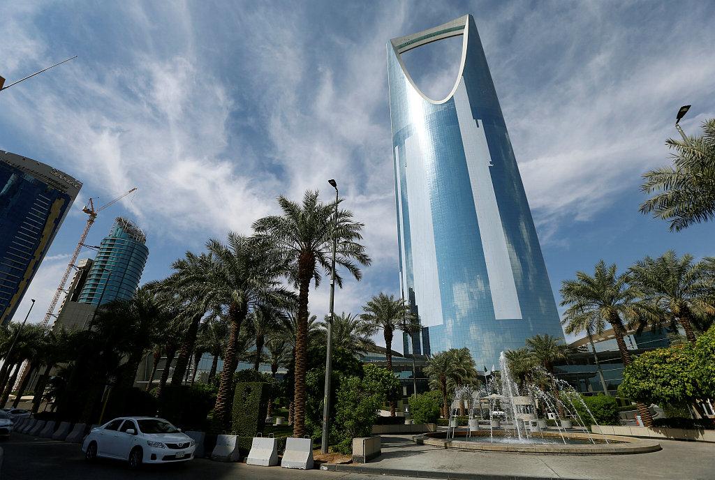 Saudi Arabia announces gradual ease of anti-coronavirus precautions