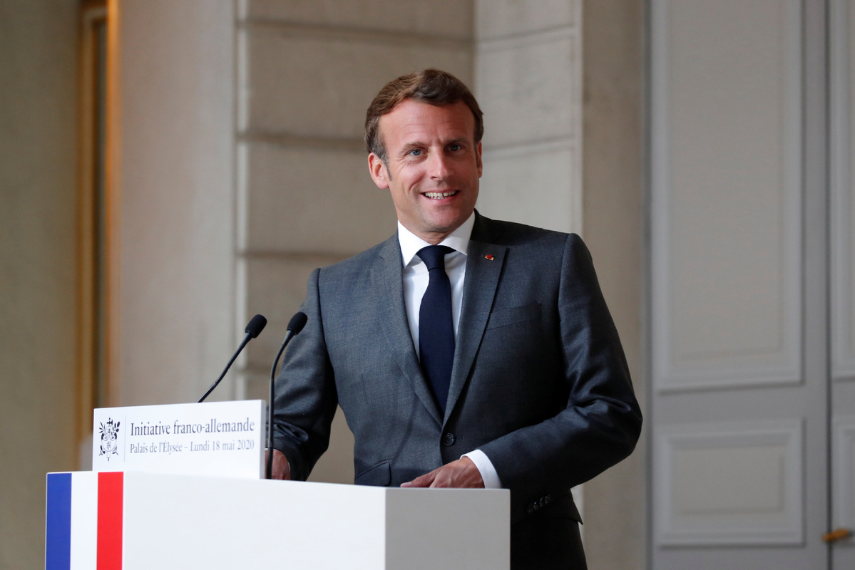 French president pledges massive support to car industry