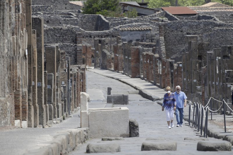 US couple waits 2 1/2 months in lockdown to visit Pompeii