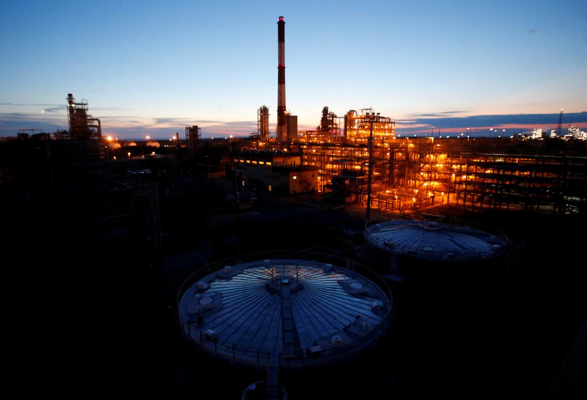 Oil price may drop to below zero again