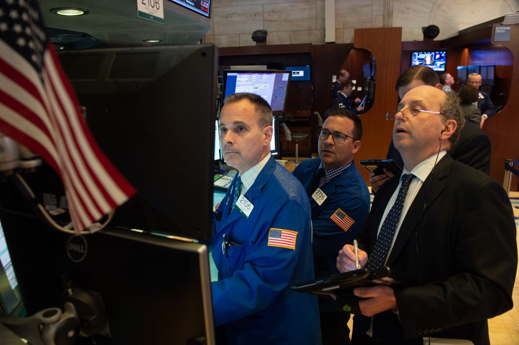 Dow jumps over 550 points, closing above 25,000