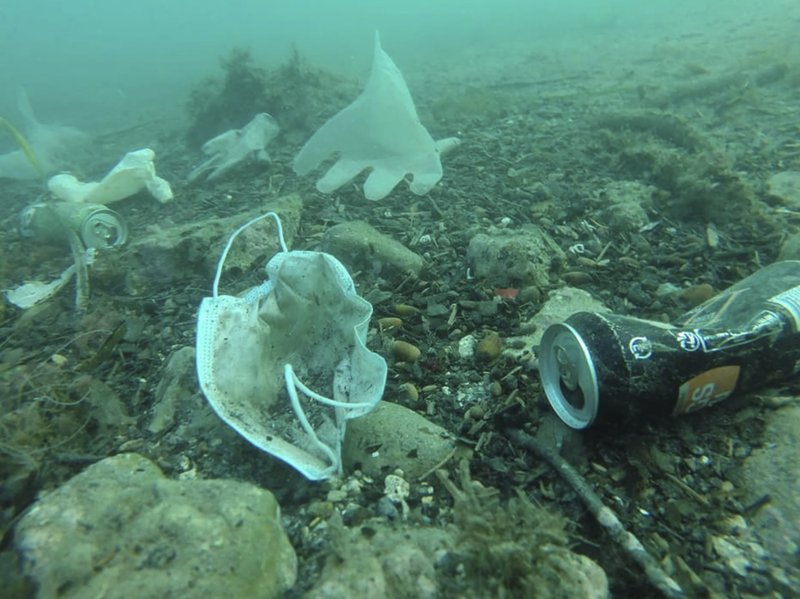 Activists raise alarms over virus litter along French coast