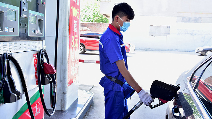 China suspends oil price adjustment as int'l prices still low