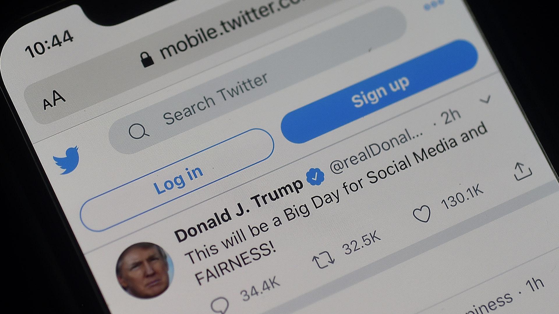 Trump signs executive order for social media
