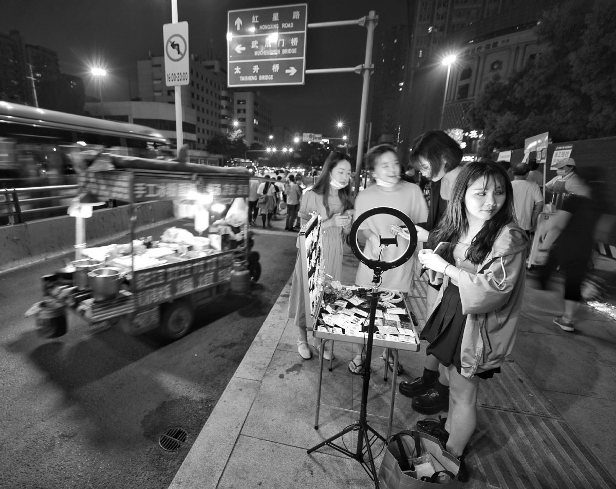 Roadside food stalls back on the menu
