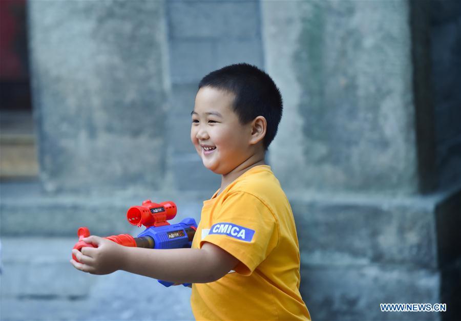 Children enjoy leisure time in Beijing