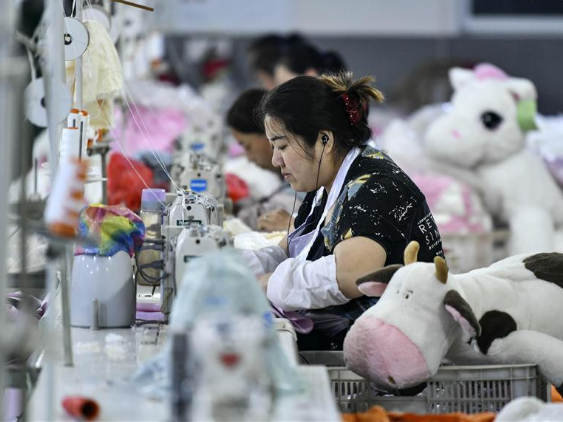 Toy factory offers job posts for poverty-stricken households in Shandong