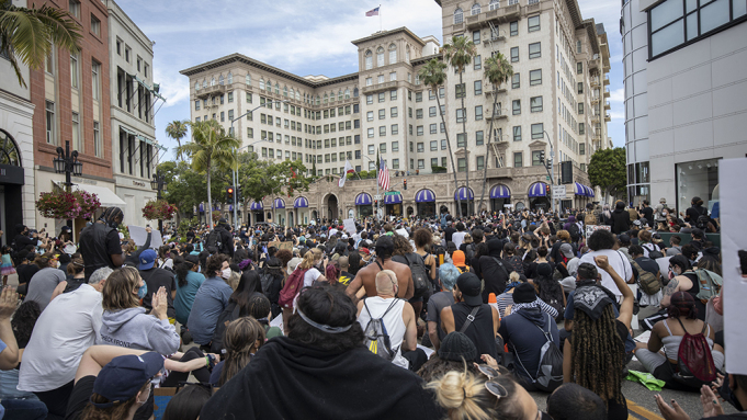 US Los Angeles County extends curfew amid civil unrest